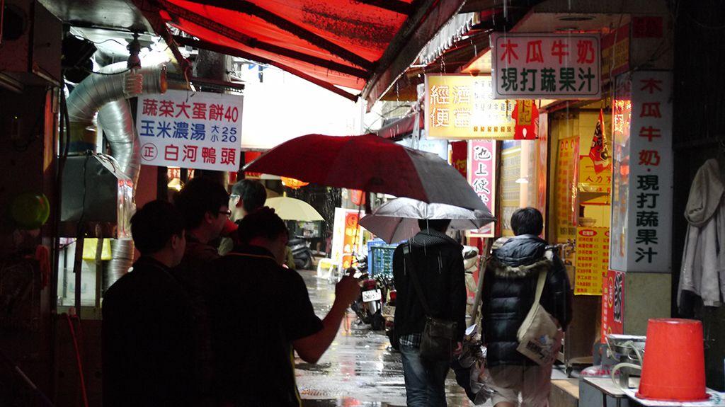 20度くらいの気温でも着こむ台湾人