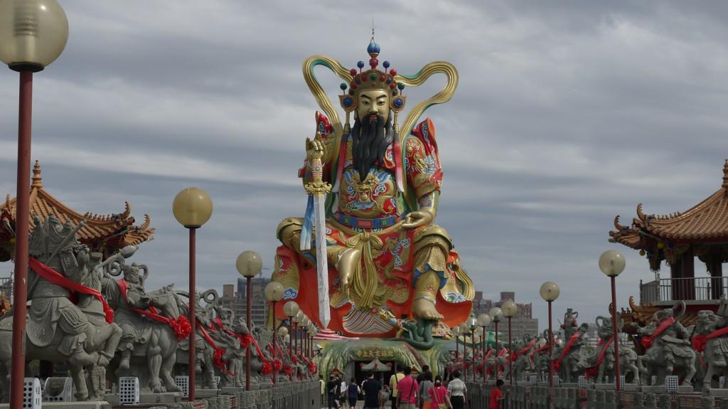 中華っぽい巨大像