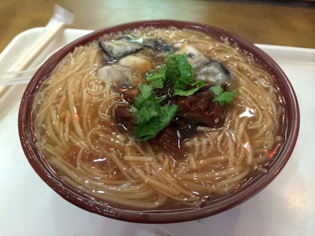 吉馬陳蚵仔面線大王の牡蠣入りの麺線