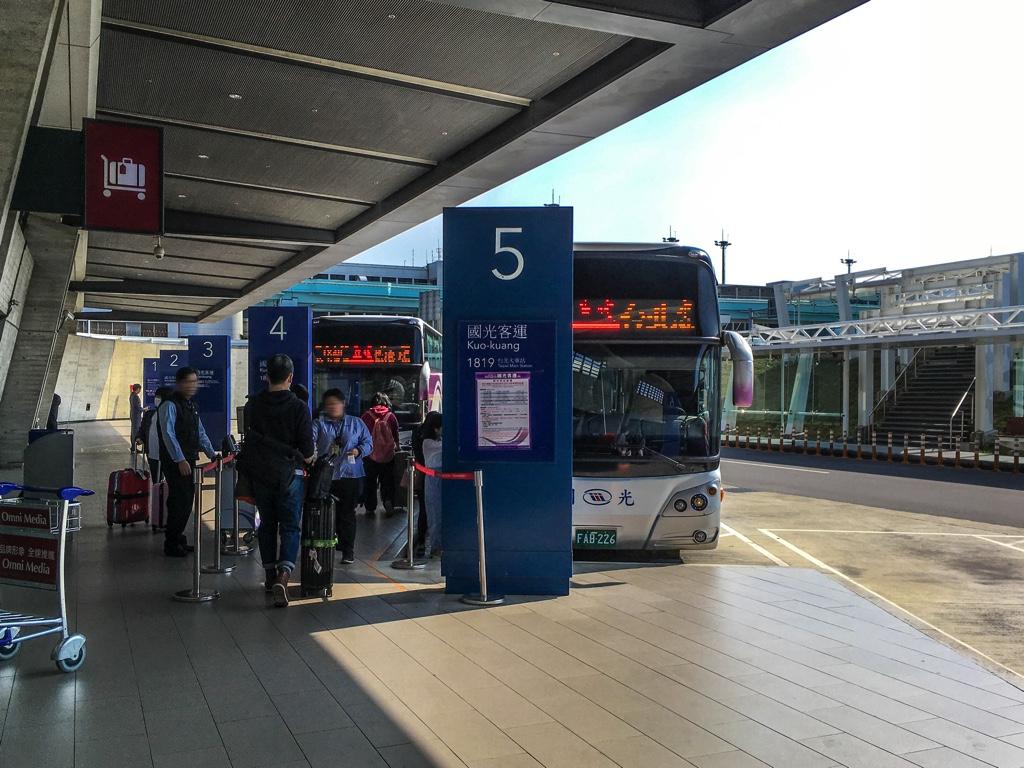 國光客運の1819路線バス乗り場