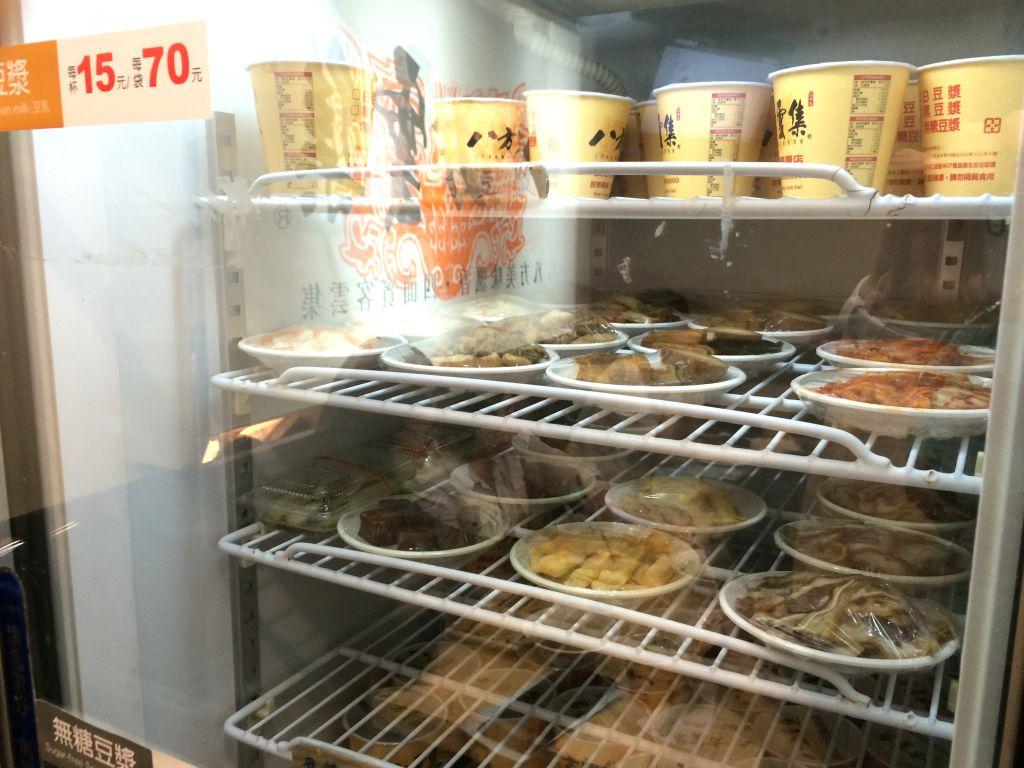 店内に設置されているセルフ用冷蔵庫