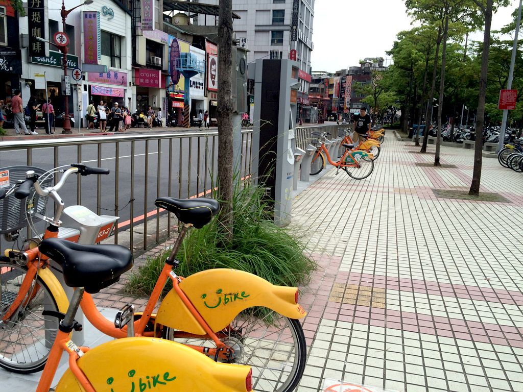 MRT府中駅3番出口を出てすぐのYouBike(ユーバイク)駐輪場