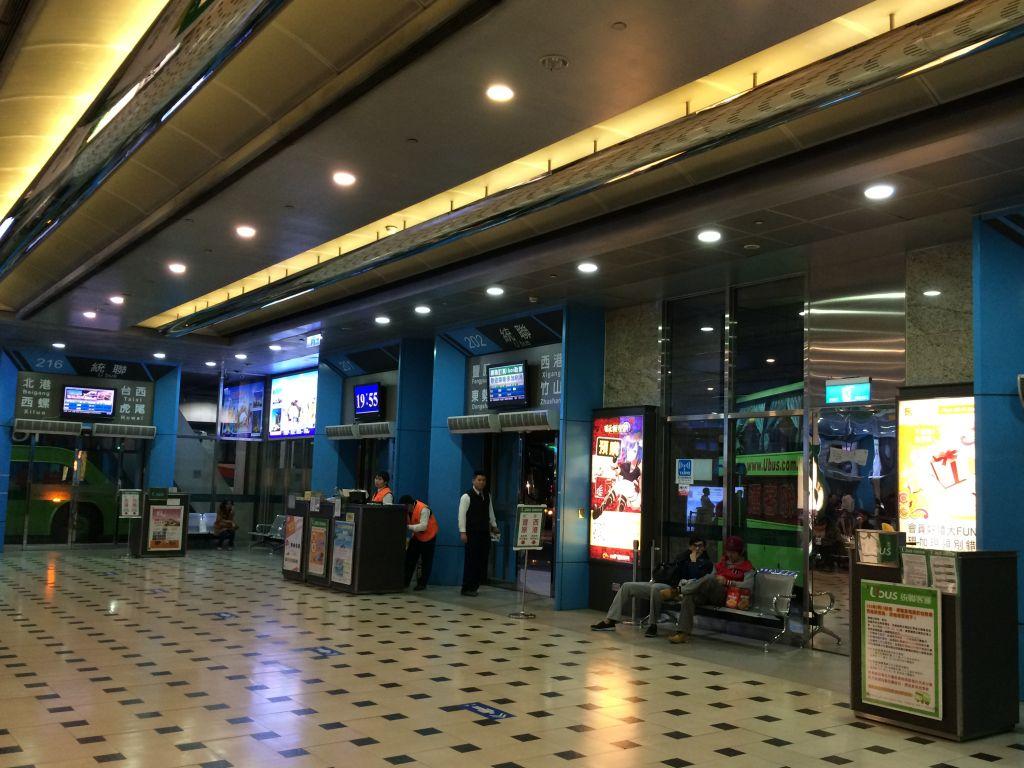 台北駅のバスターミナル