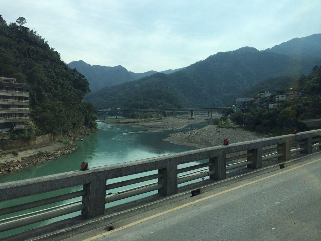 川が見える景色