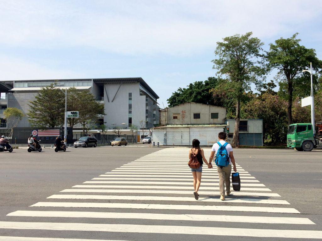 台鉄左營火車駅の外