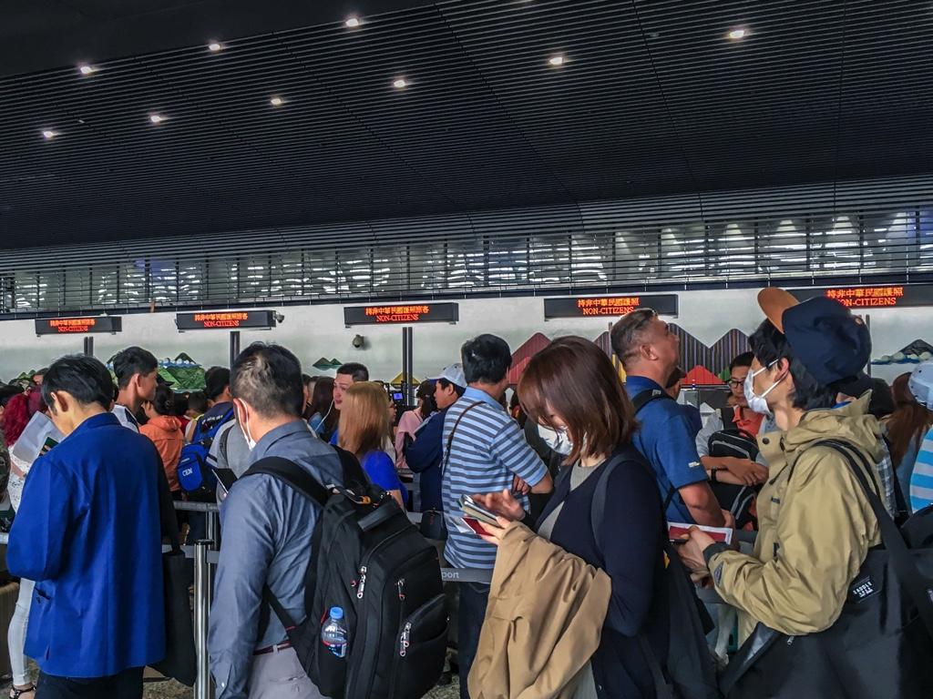 台湾の空港での入国審査の様子
