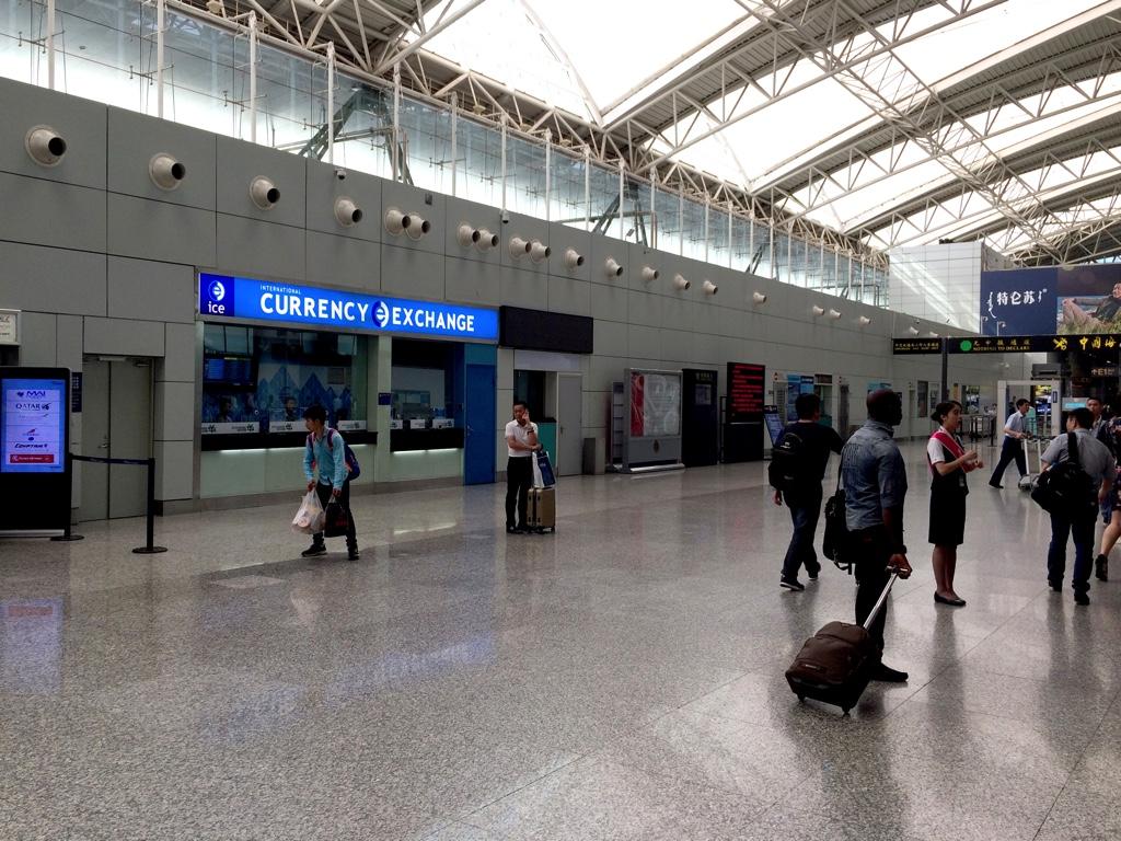 広州白雲国際空港到着ロビー