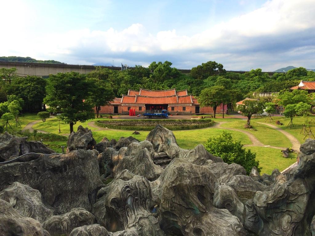 顧渚茗山から安泰堂を見下ろす