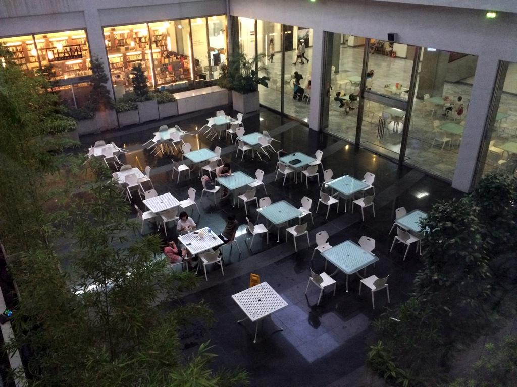地下1階の食事・休憩スペース