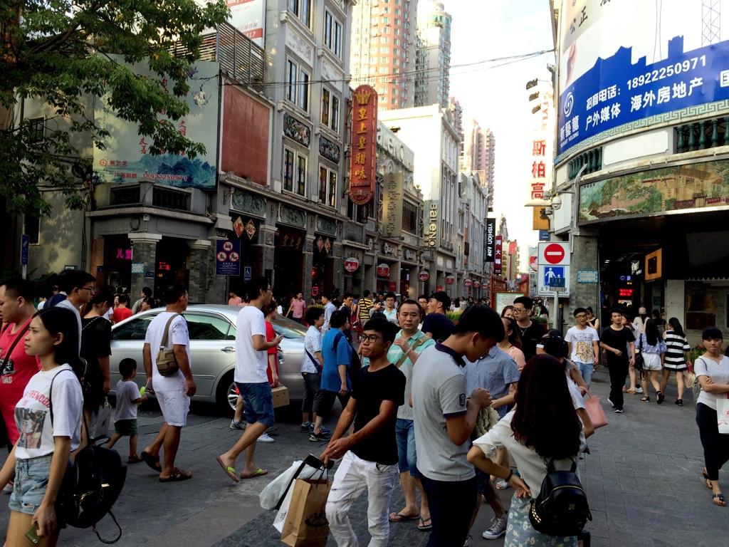 人で溢れる広州の老街