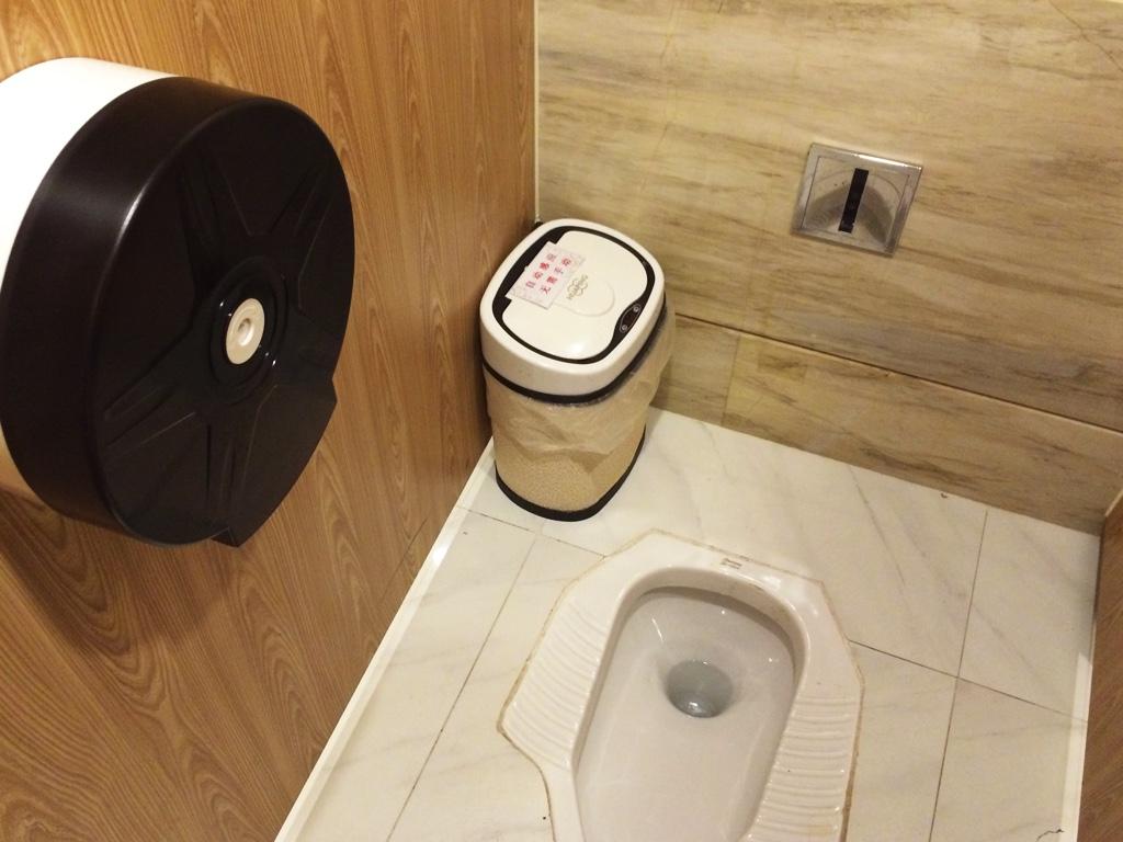 自動で蓋が開くトイレのゴミ箱