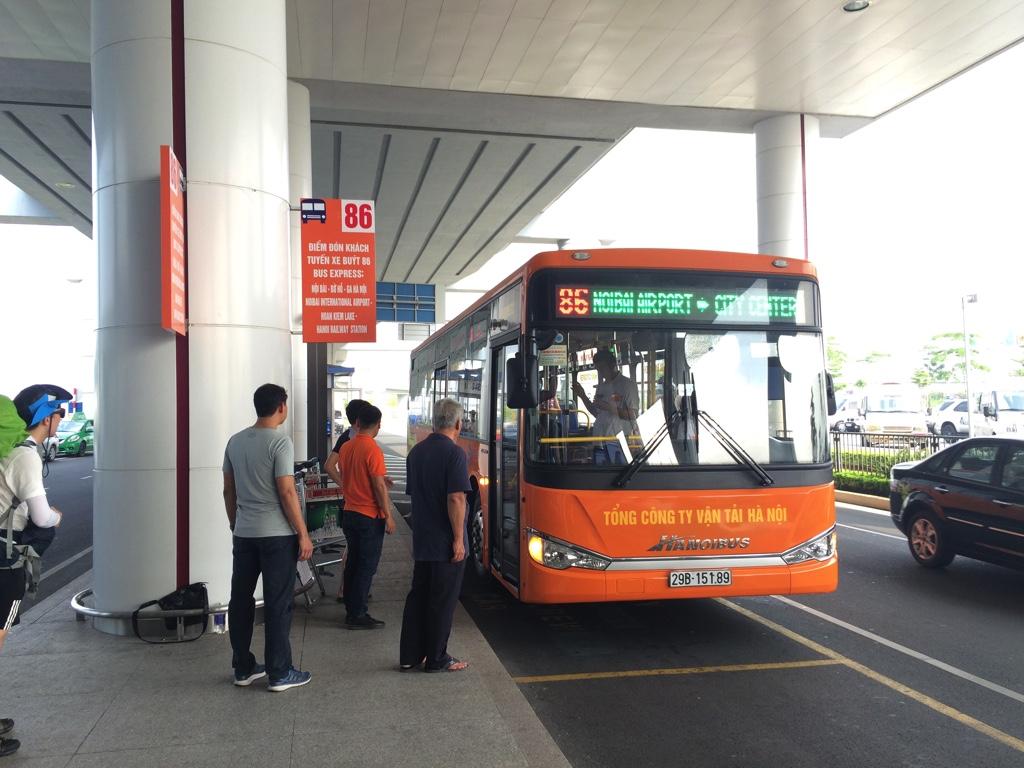 ハノイ市内行きの専用高速バス
