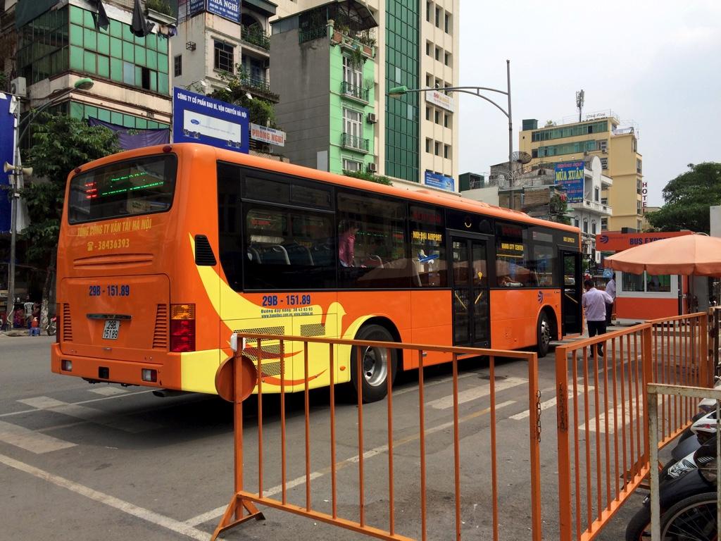ノイバイ空港行きの専用高速バス