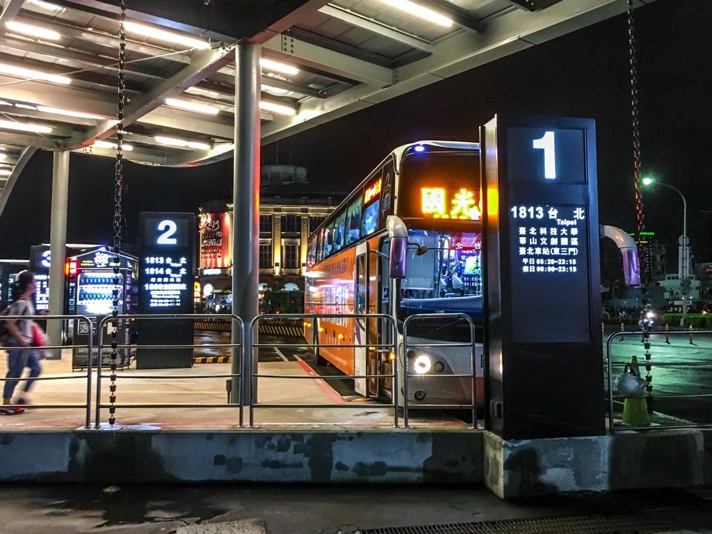 基隆駅(基隆車站)付近の國光客運バスターミナル