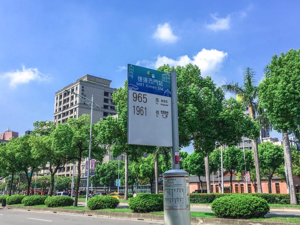 バス停「捷運忠孝復興站」