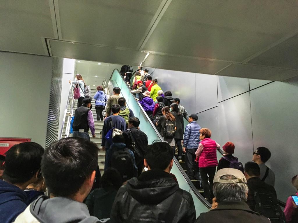 桃園機場MRT台北駅のエスカレーター