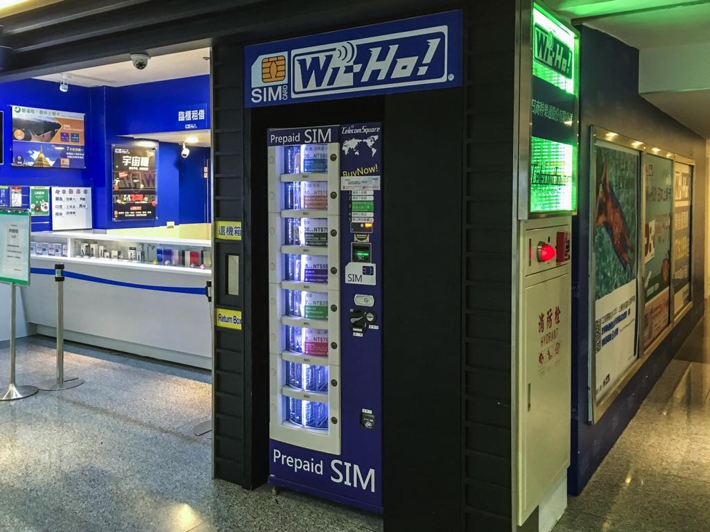 桃園空港の第1ターミナル出発ロビー3階にあるWi-Ho!の自動販売機