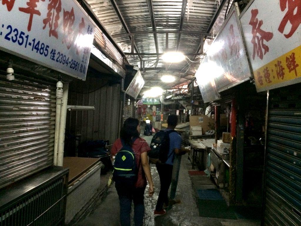 東門駅近くの市場