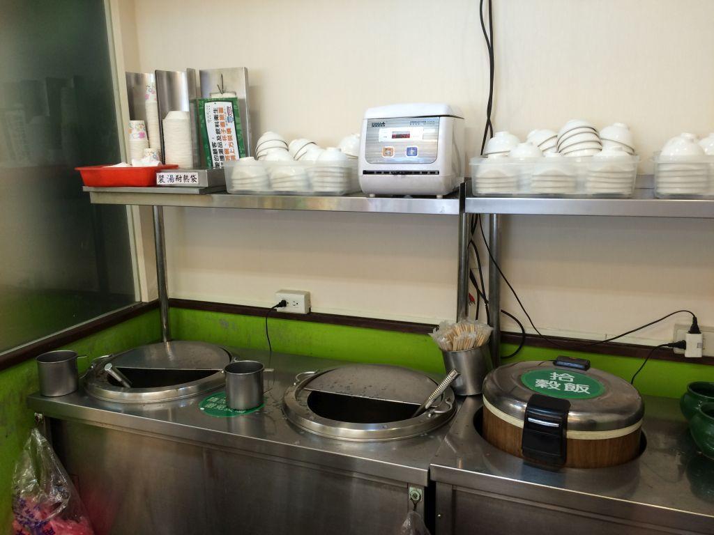スープとご飯と食器
