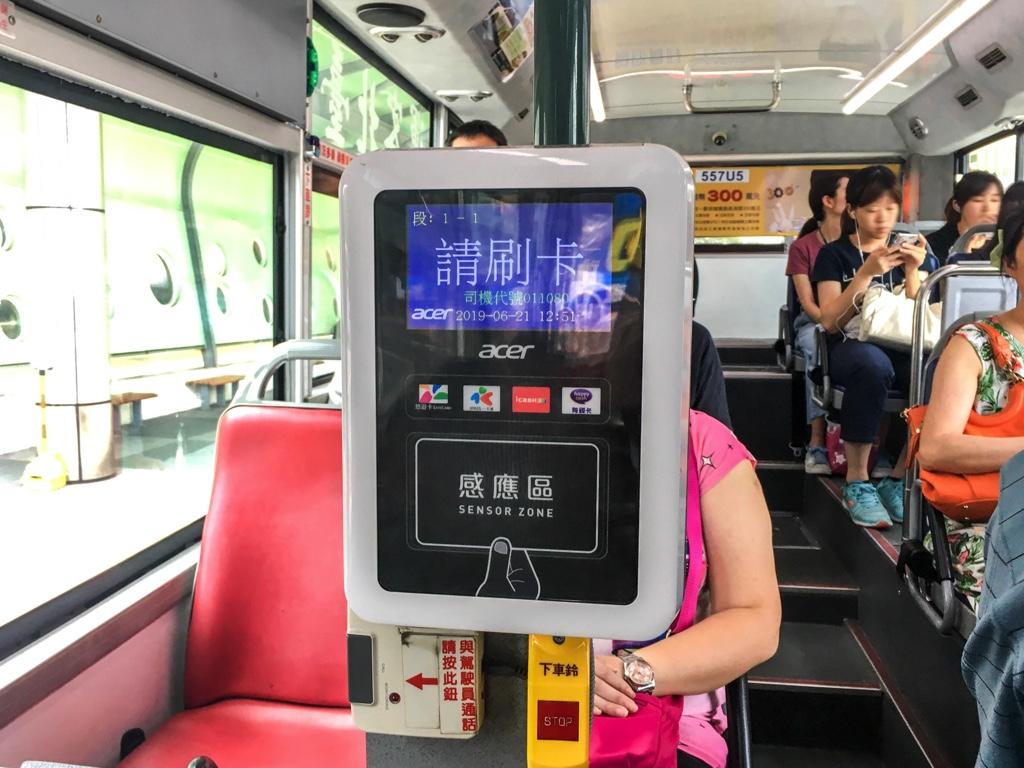 バスの中にあるカードリーダー
