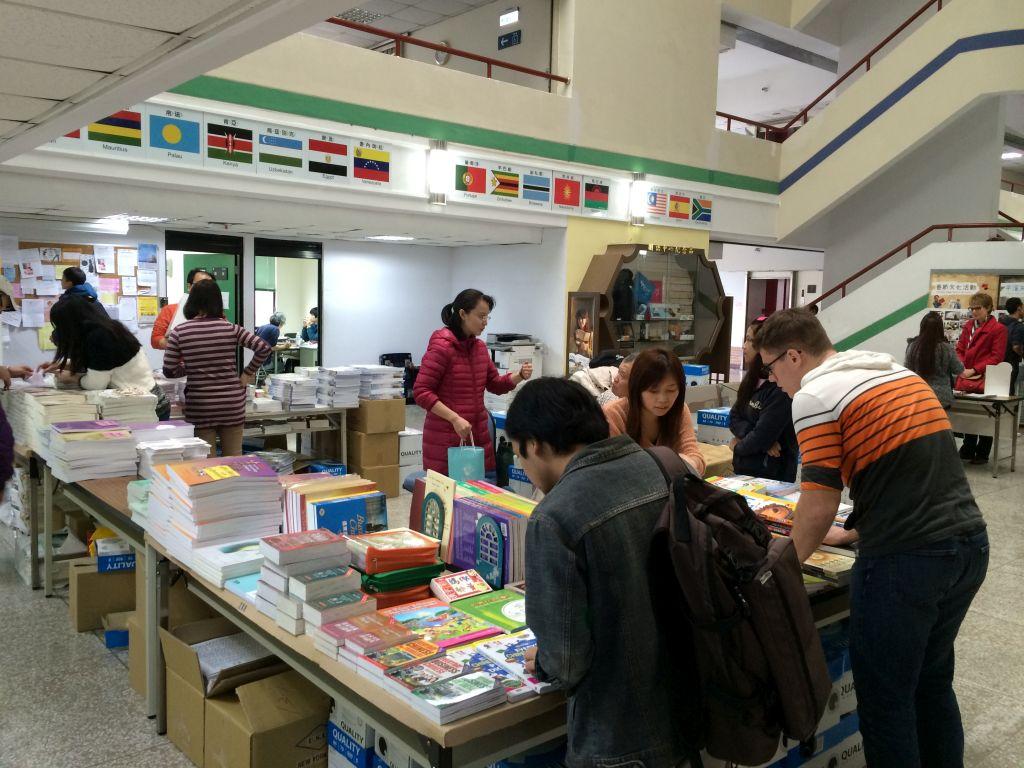 教科書出張販売時の台湾師範大学博愛大樓7階