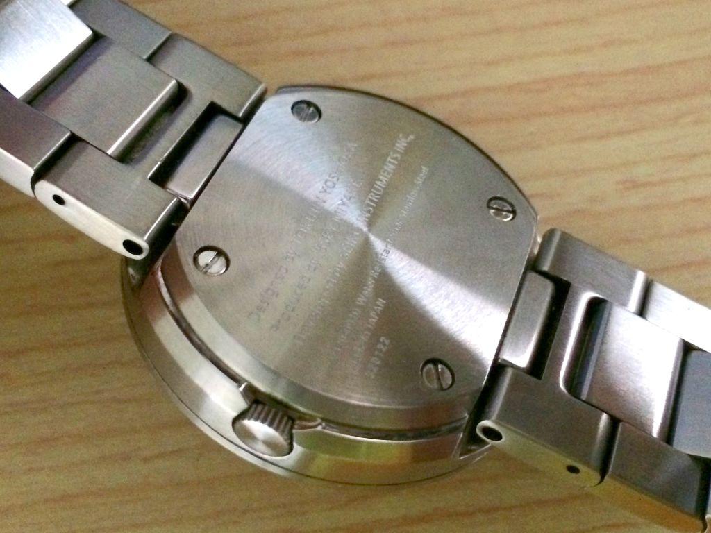 ISSEY MIYAKEのTOシリーズの腕時計の裏面