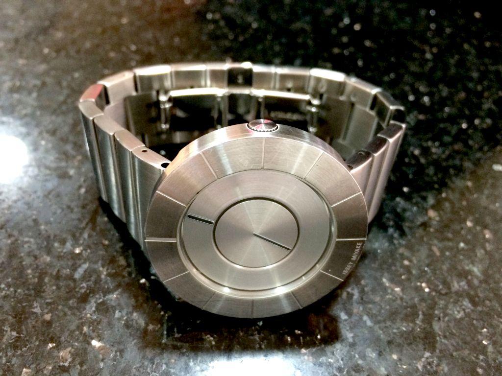 電池交換が完了した腕時計