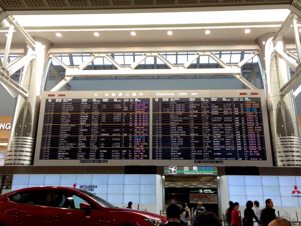 空港の出発案内