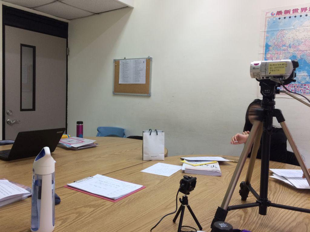 プレゼンの様子を収めるビデオカメラ