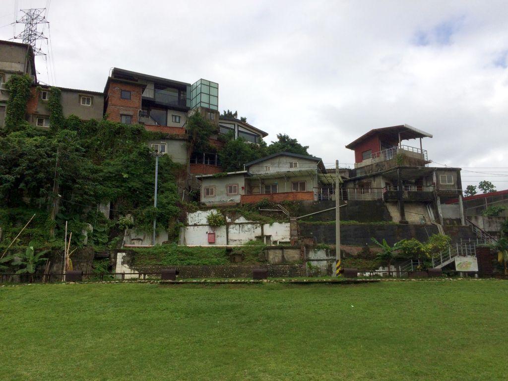 遠目で見た寶藏巖國際藝術村