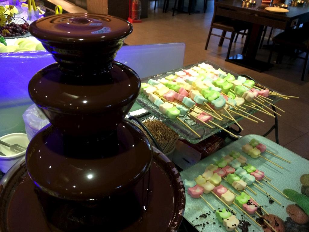 チョコレートファウンテンとマシュマロ