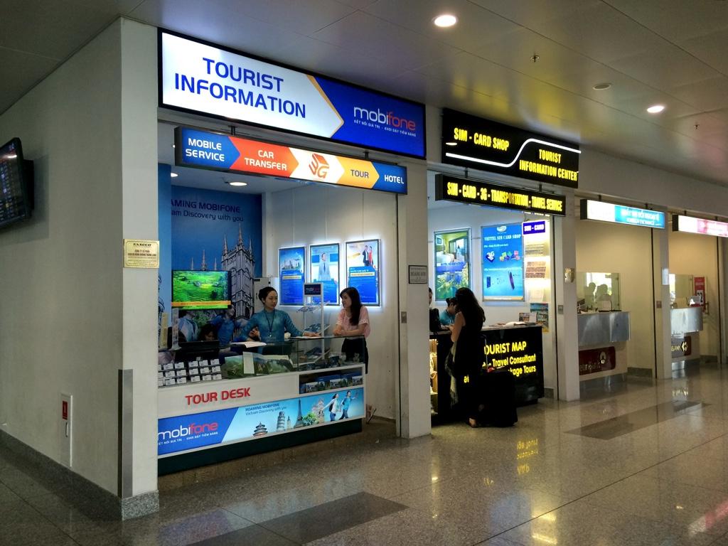 ベトナム・ノイバイ空港でプリペイドSIMカードが売られているショップ