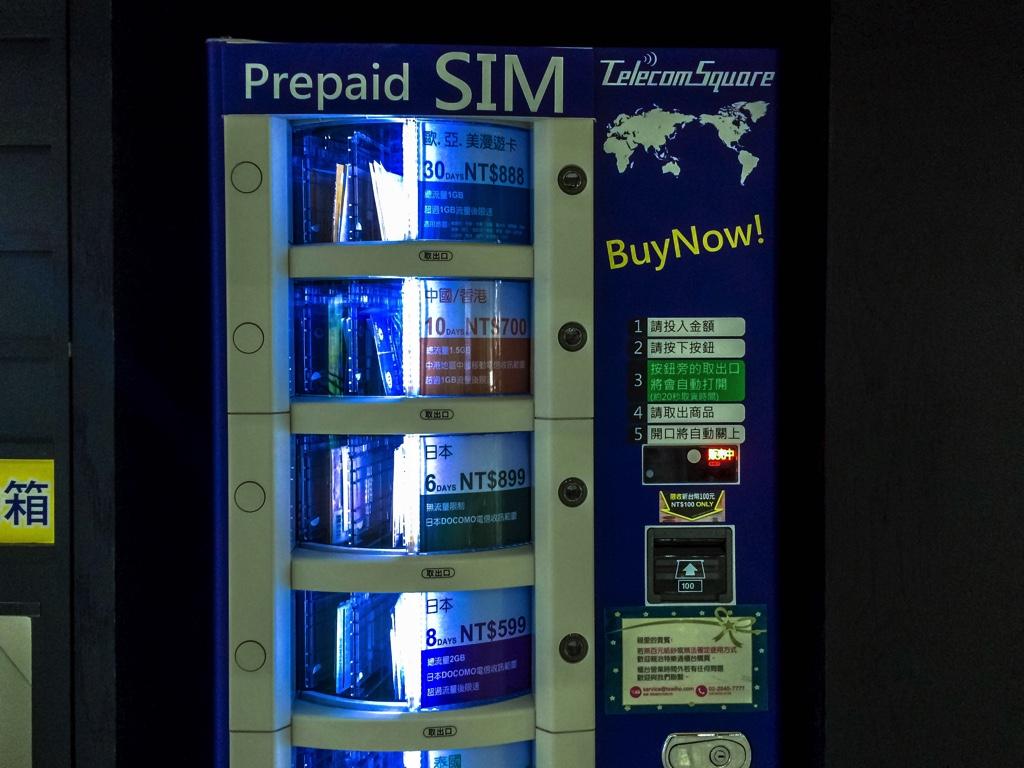 Wi-Ho!のプリペイドSIMカード自動販売機正面