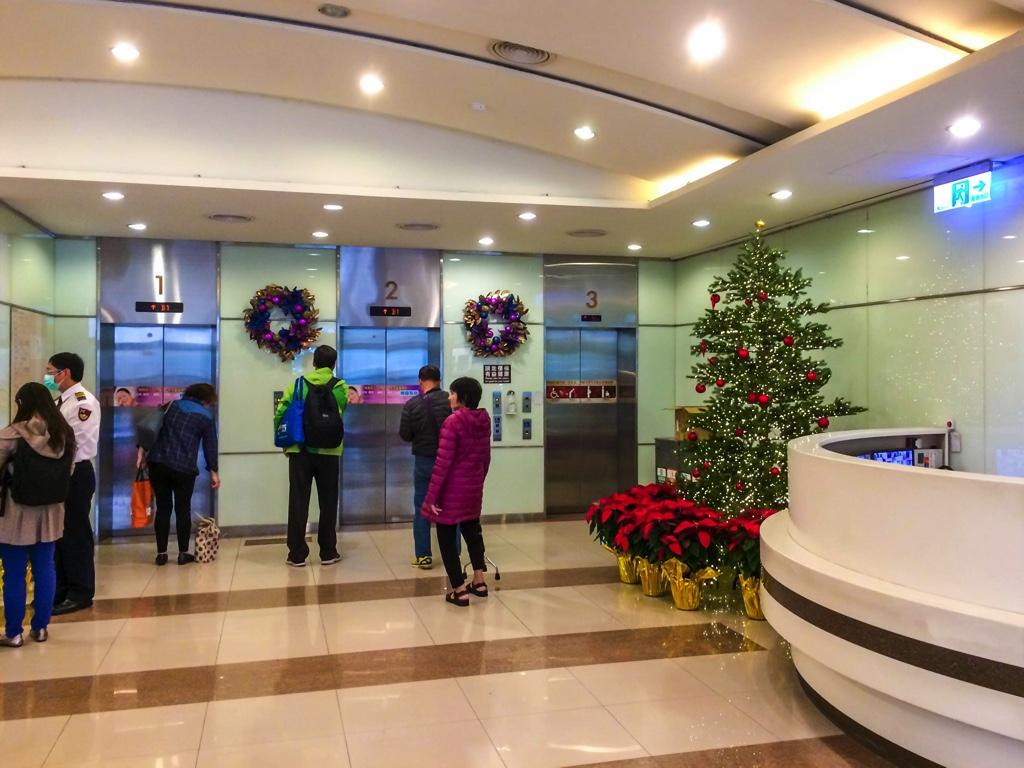 台安病院エレベーターホール