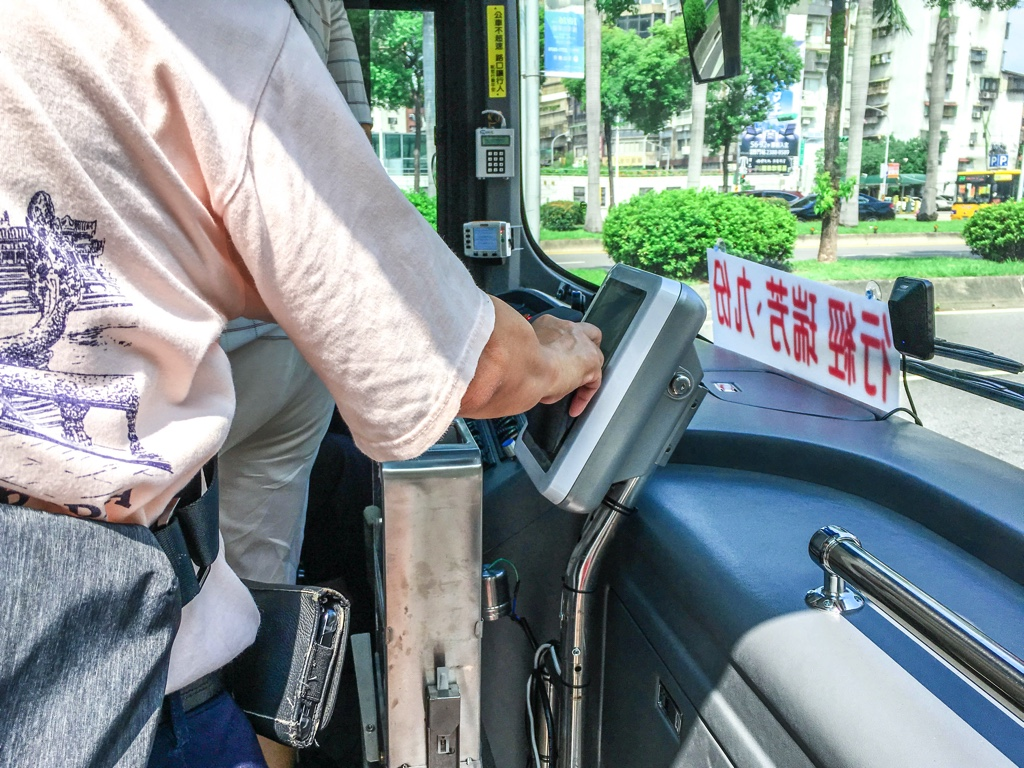 バスに設置されているカードリーダー