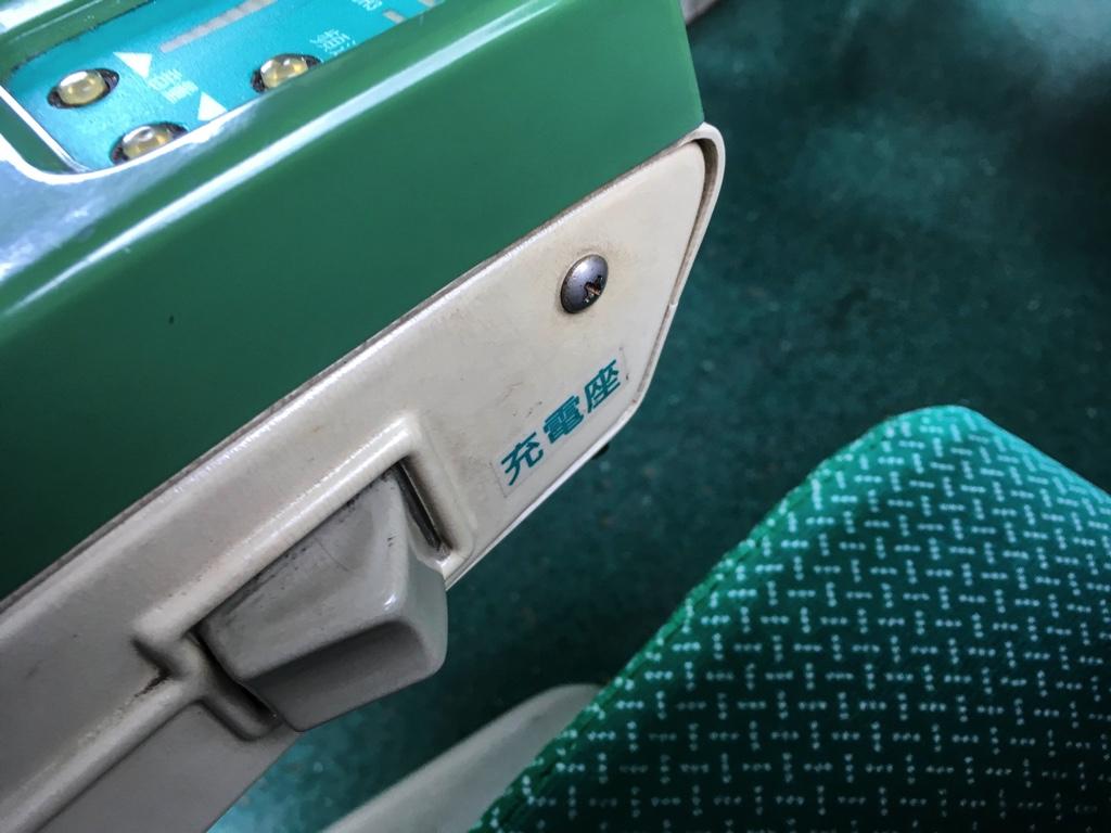 各座席にあるUSBの充電用コンセント