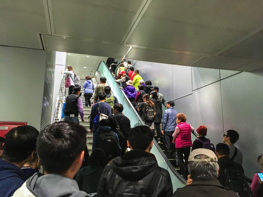 桃園MRT台北駅のエスカレーター