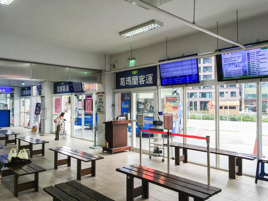 礁渓バスターミナルの台北行きバス乗り場