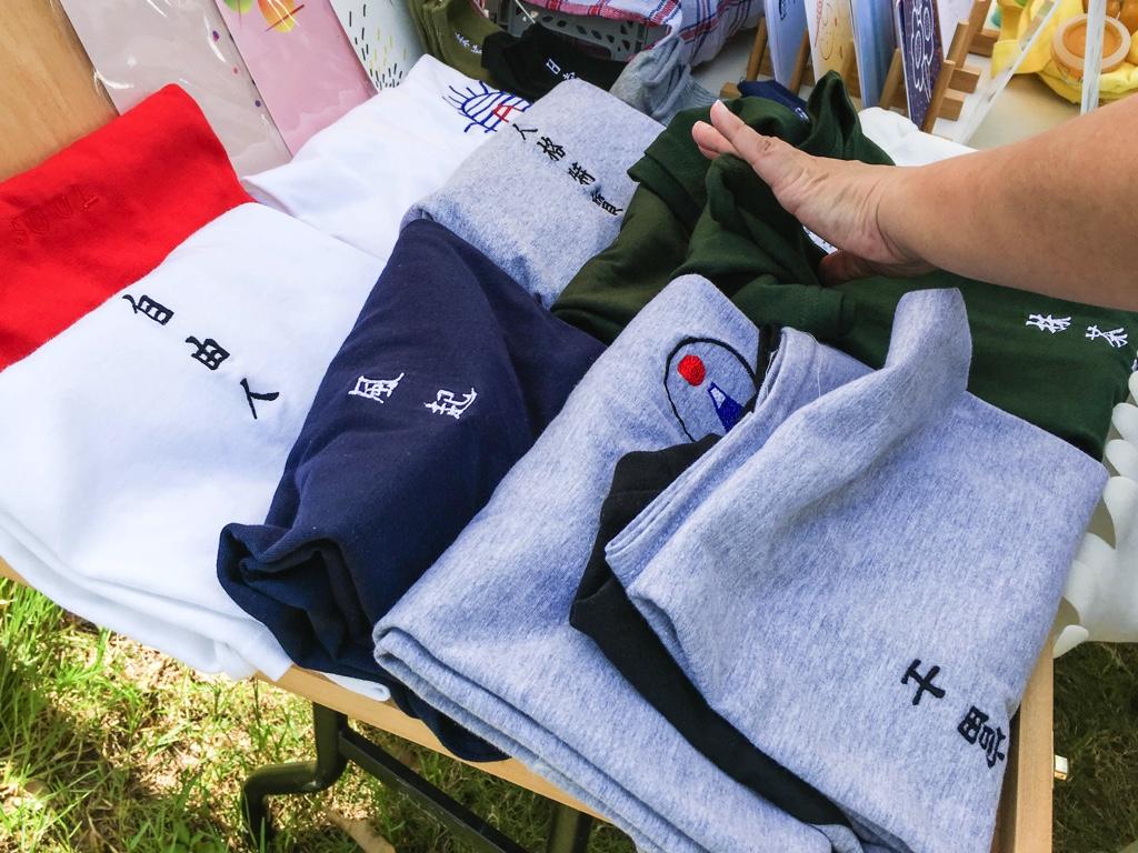 日本語を使ったTシャツ