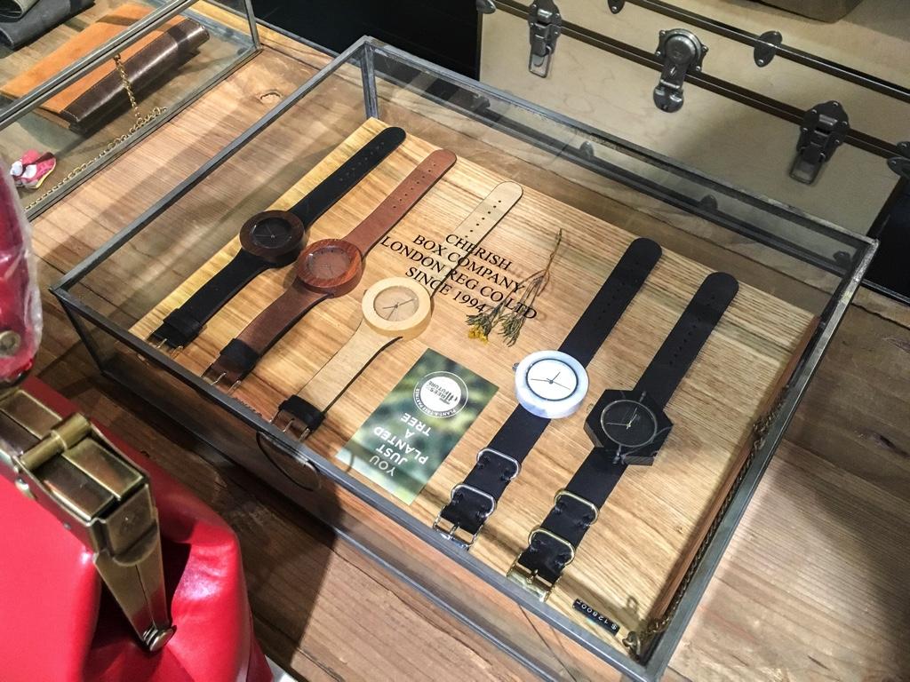 木製の腕時計