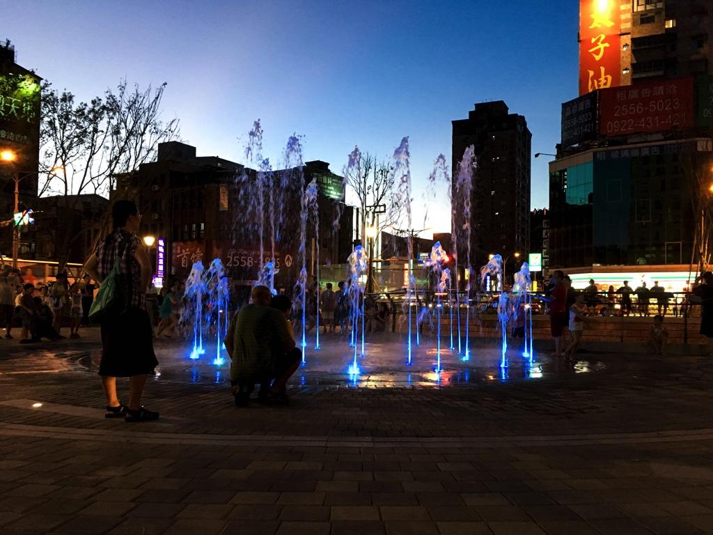 建成円環広場
