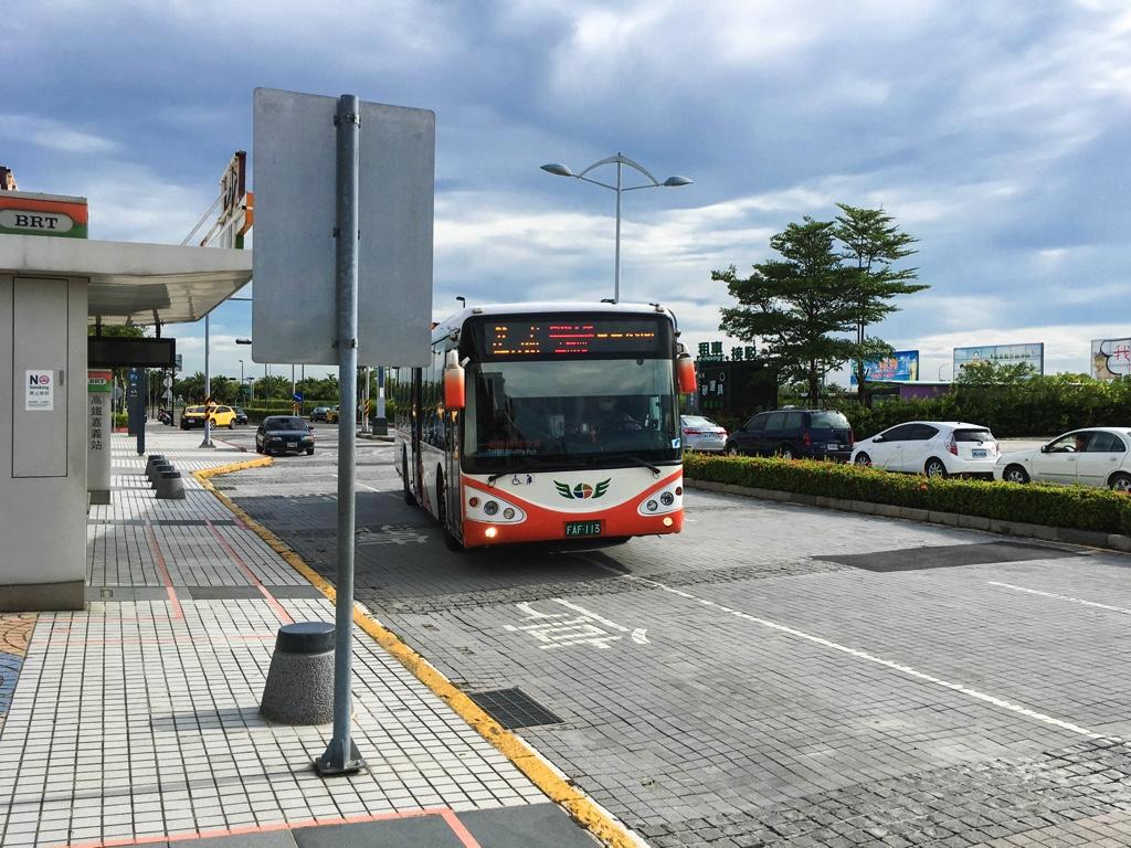 「嘉義火車駅」行きのバス