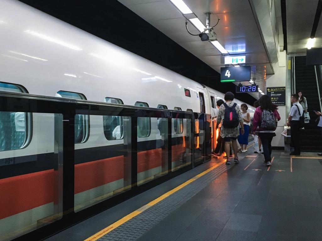 台北駅の新幹線ホーム