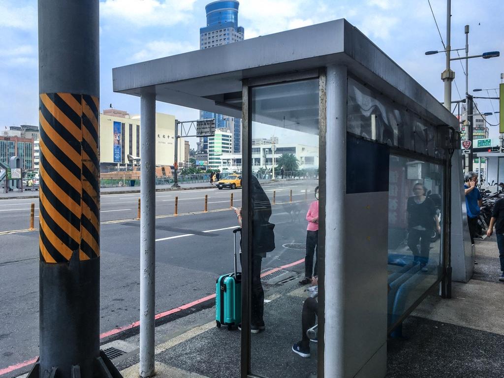 バス停「忠一路孝一路口」