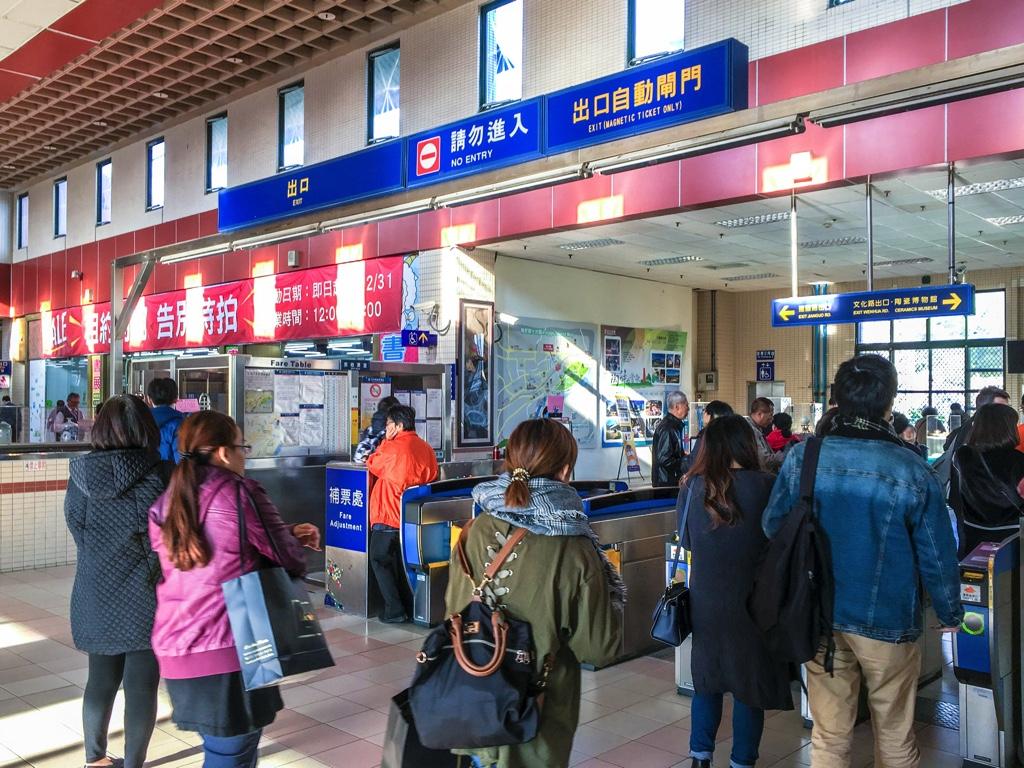 鶯歌駅の改札