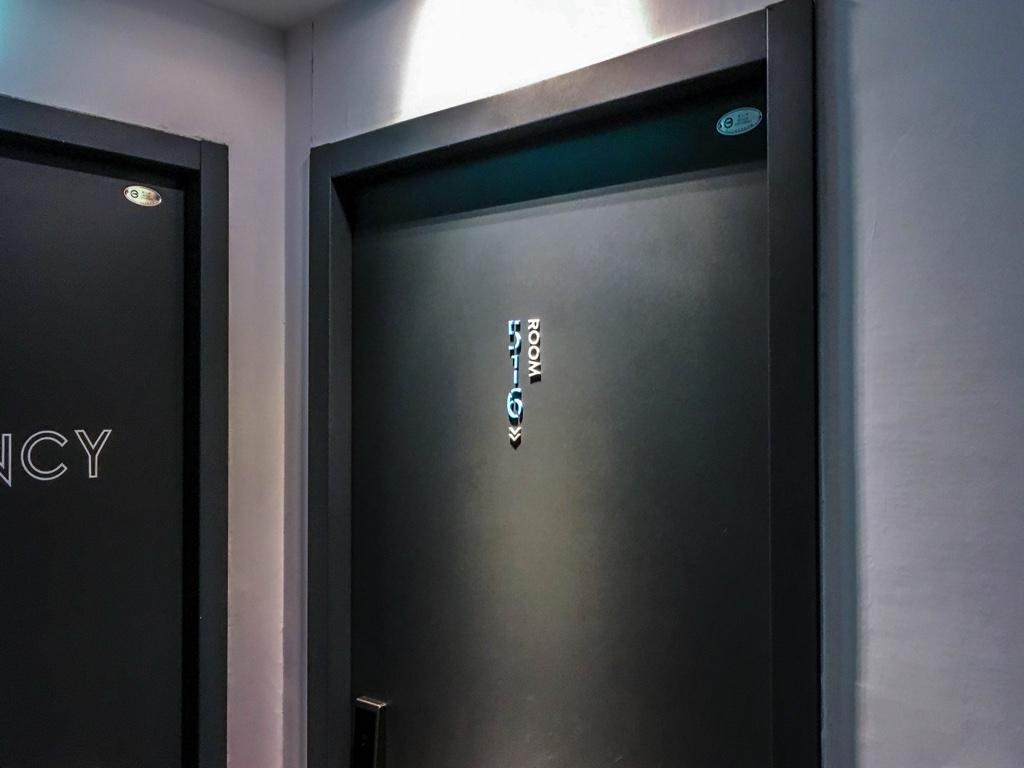 Chase Walker Hotelの部屋の扉