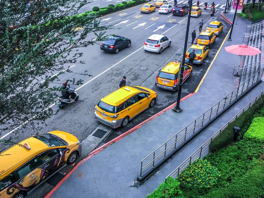 Q square(京站)前で待機するタクシー