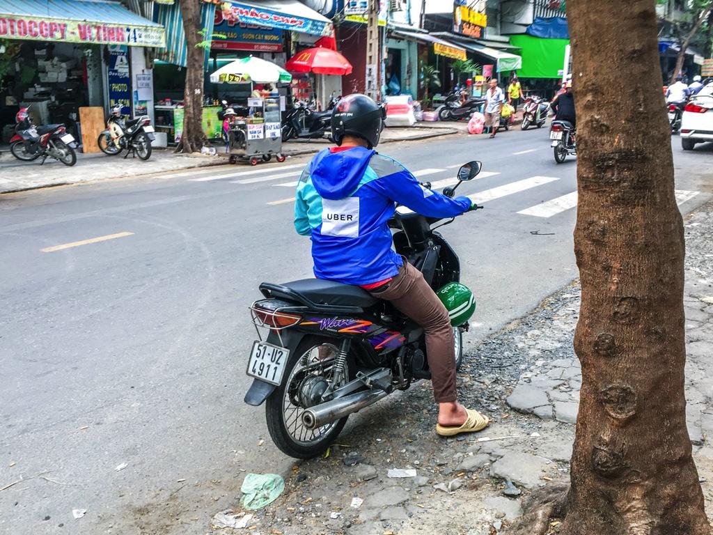 ベトナムで配車したUber MOTO