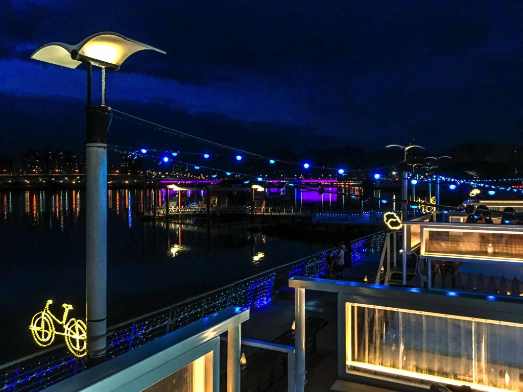 プールエリアのあるクラブやイベントスペースのような雰囲気になったPIER5