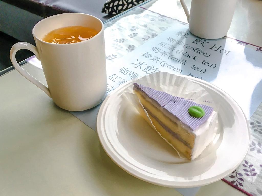 ケーキと各種ドリンクの無料サービス